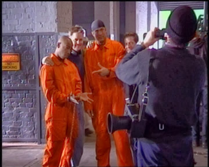 Al Filo de la Muerte Half Past Dead Steven Seagal Don Michael Paul 2002 Behind the Scenes (22).jpg